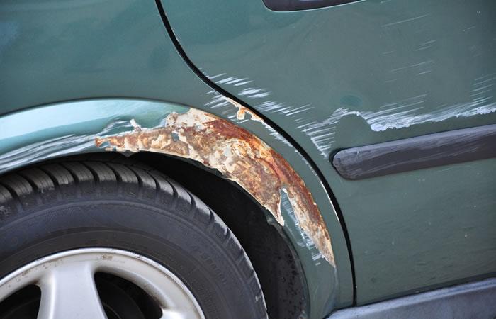 車の傷、凹みのイメージ画像